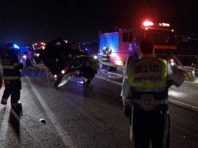 סמוך למרחביה: בן 50 נהרג בתאונה קטלנית לאחר שכלי השקייה גלש לכביש