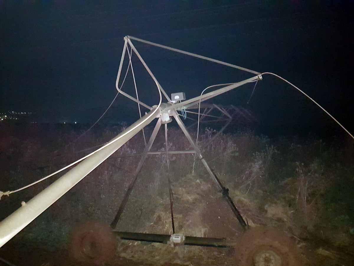 מתקן ההשקיה שגלש לכביש וגרם לתאונה