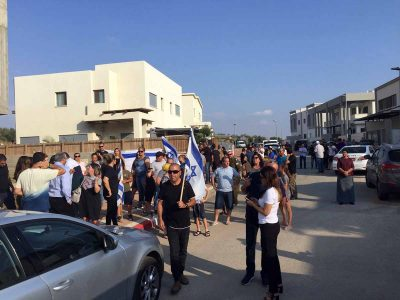 עפולה: מפגן מחאה מול ביתו של תושב רובע יזרעאל שמכר את ביתו לבני מעוטים