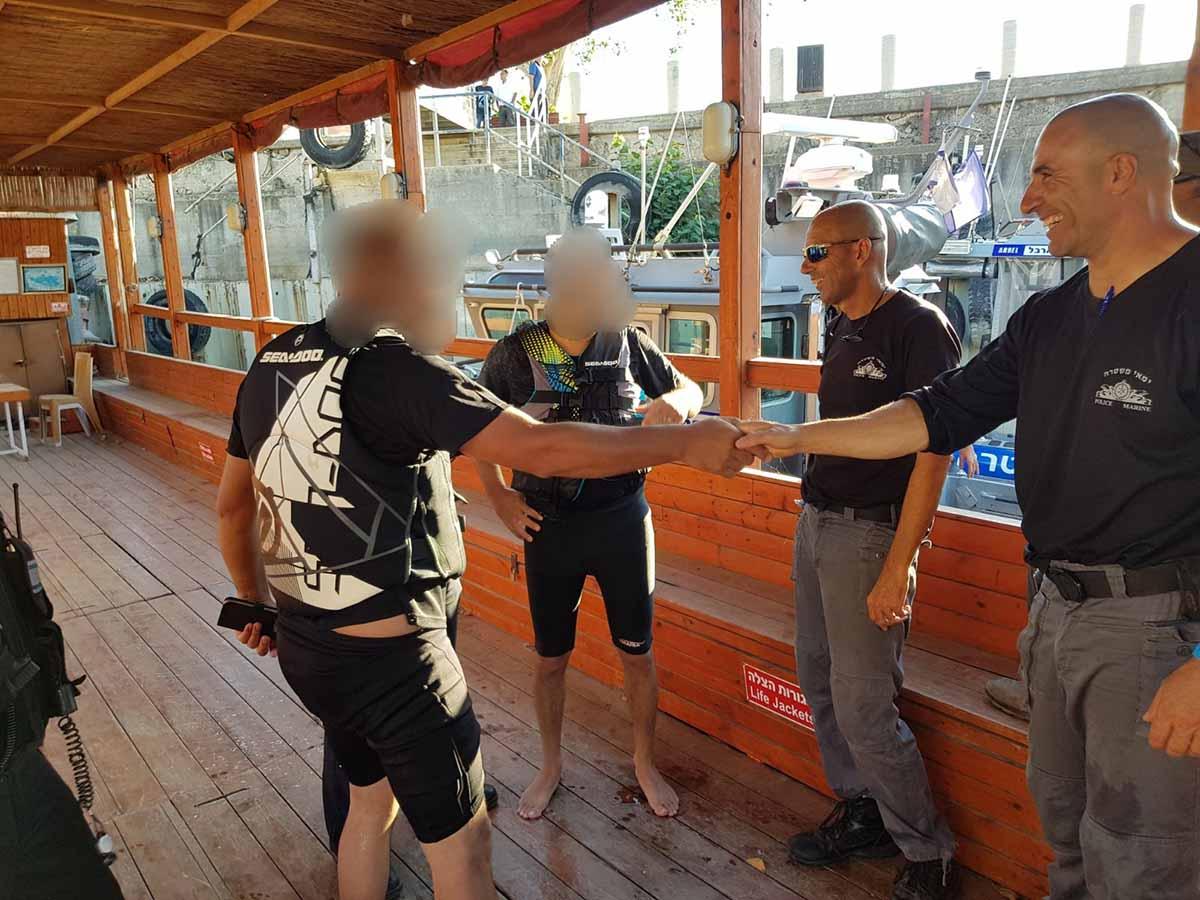 האדם שנסחף בכינרת מודה למלחציו - שוטרי השיטור הימי