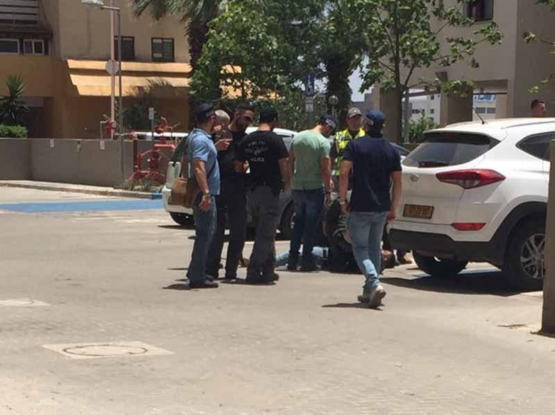 החשוד במעשה הדקירה רגע רגע לאחר מעצרו