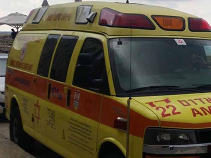 נוף  הגליל: מכונית התנגשה בעמוד- הנהג נפצע קשה