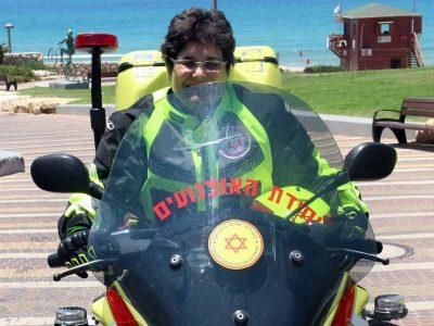 סטפני גליק – האופנוענית מכפר תבור שמצילה חיים