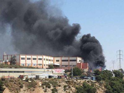 נצרת עילית: ששה צוותי כיבוי נלחמים בשריפה שפרצה ביער