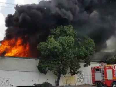 4 צוותי כיבוי פעלו לכיבוי שריפת ענק באזור התעשייה בעפולה עלית