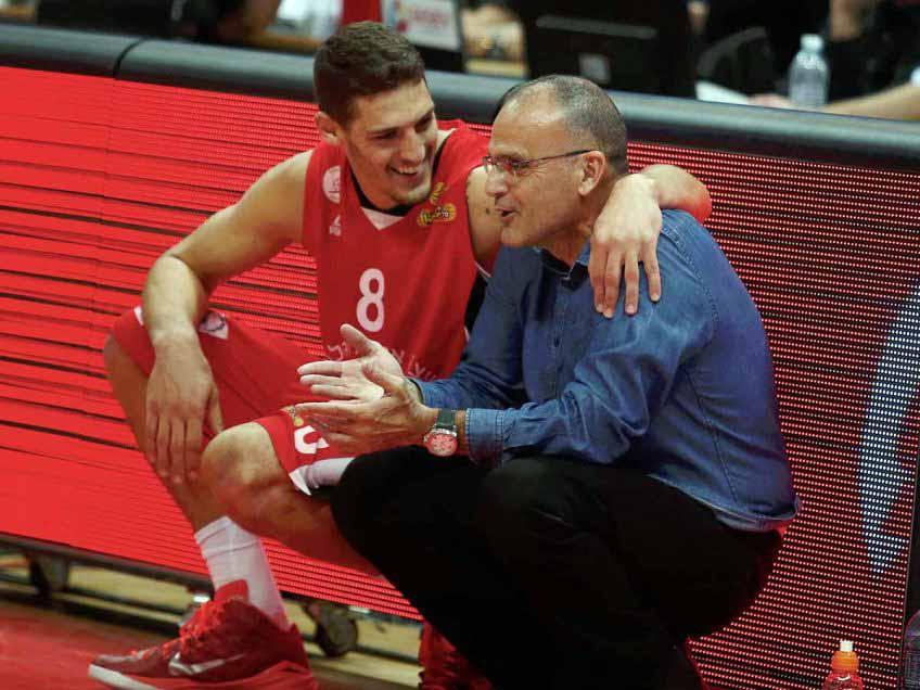 חואקין שוכמן עם המאמן בית הלחמי