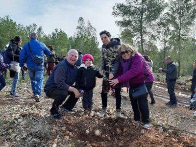 """91 עצים ניטעו לזכר חללי מערכות ישראל במסגרת פרויקט """"עץ לכל חלל"""""""