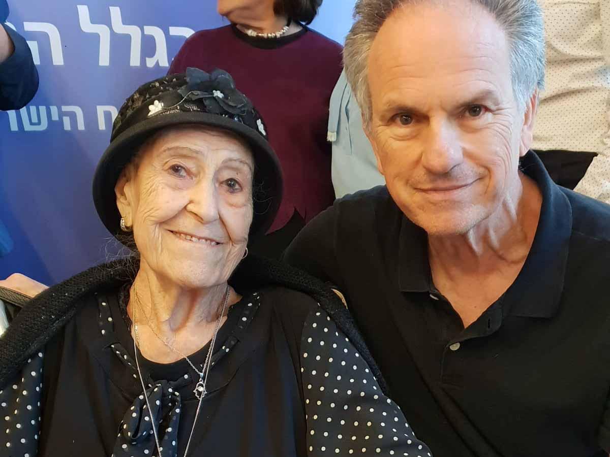 מארי נחמיאס עם הבמאי אבי נשר, שהדליק משואה אף הוא בטקס