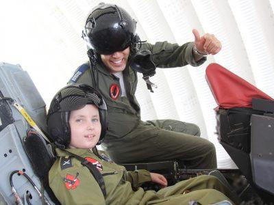 רמת דוד: מפגש מרתק לילדים חולי סרטן בטייסת העמק