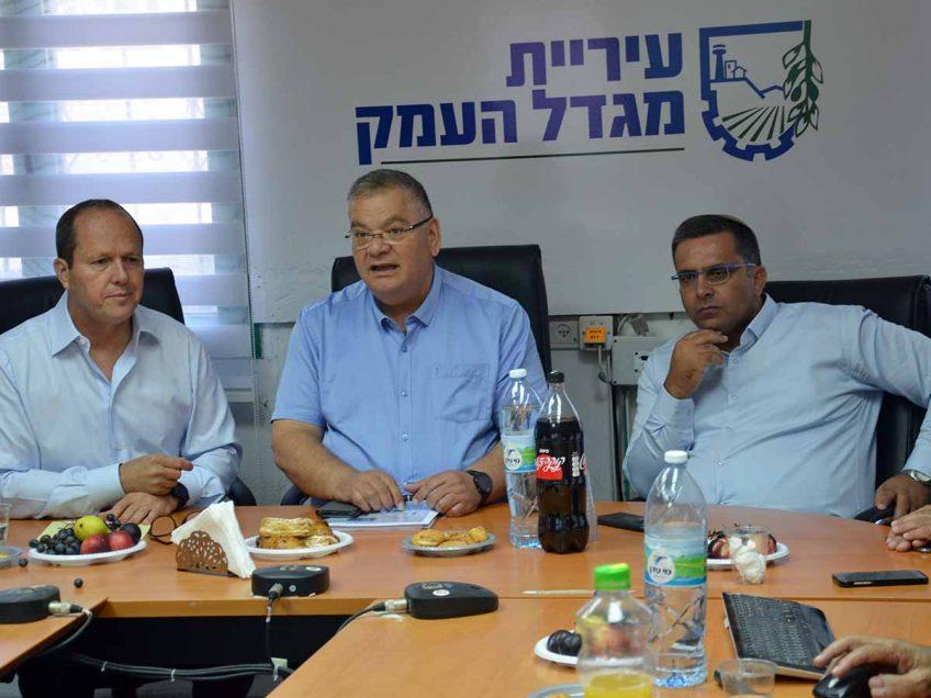 """הפוליטיקאים מגיעים לעמק: ח""""כ ברקת הציג לברדה את תכנית """"ישראל צומחת"""""""