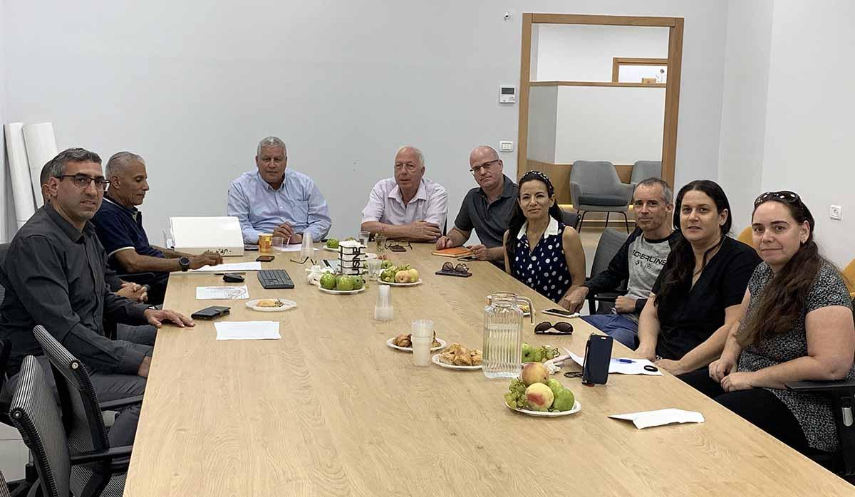נציגי עיריית עפולה ומועצה אזורית גלבוע בישיבת התיאום