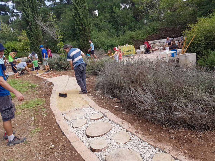 """יוזמות קהילתיות במוא""""ז מגידו: בוסתן קהילתי ביקנעם, גן חושים טבעי ברמות מנשה"""