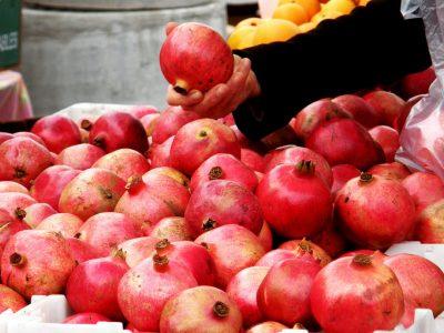 """בראש השנה: כמה ק""""ג רימונים, תפוחים, דגים, ובשר אכלתם החג?"""