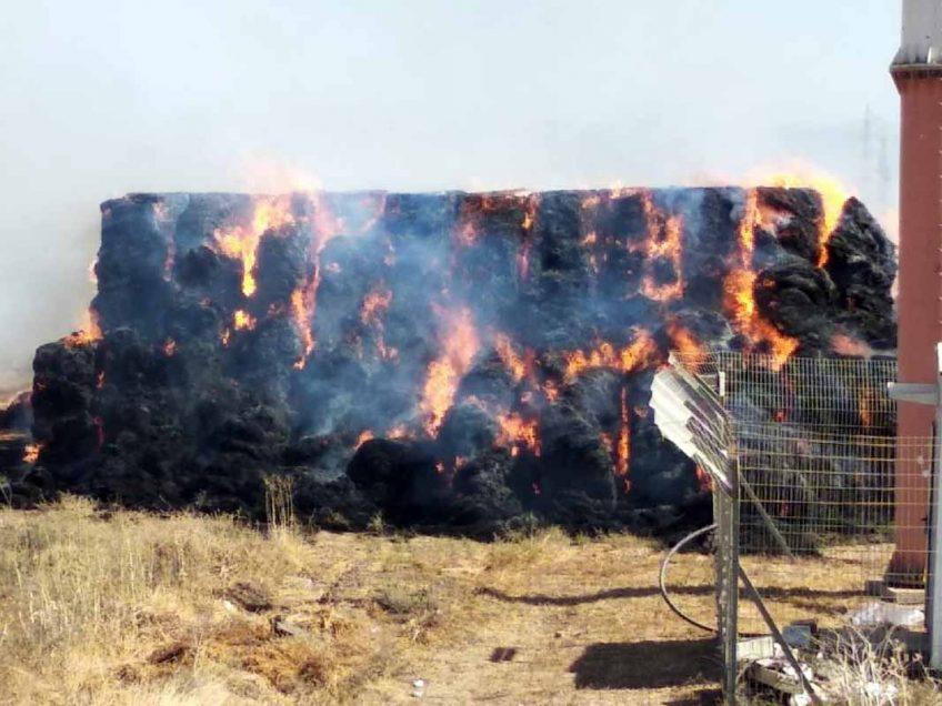 הטרור החקלאי מכה שוב: 928 טונות קש עלו באש, סמוך לבית-אלפא!