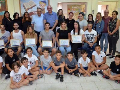 """מגדל העמק: חברת """"קלא טנכור"""" העניקה מלגות לסטודנטים מתנדבים בעיר"""