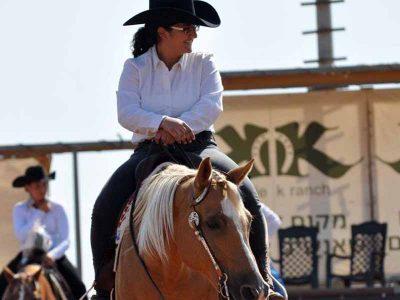 שנהב מגדי ממגדל העמק – אלופת ישראל בתחרות רכיבה על סוסים