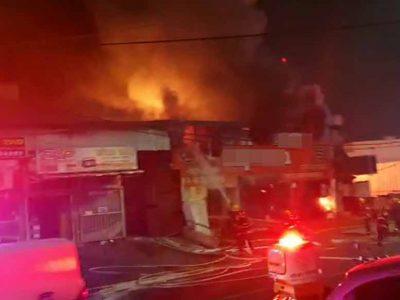 טבריה: לכוד חולץ מחנות שעלתה באש- סכנת התפשטות לחנויות הסמוכות