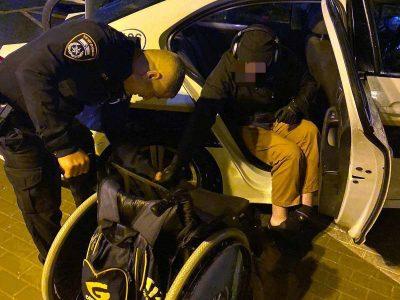עפולה: צוות השיטור העירוני סייע לנכה על כסא גלגלים שהתקשה לחזור לביתו