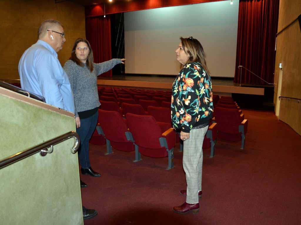 ראש העיר ברדה בקולנוע החדש