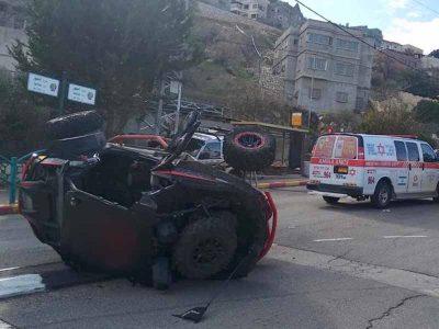שני צעירים  נפצעו בהתנגשות טרקטורון ברכב