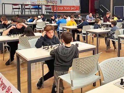 """עפולה: בן 11 """"גנב את ההצגה"""" בתחרות שחמט בעיר"""