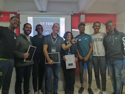 מחוברים: תלמידים מיקנעם הציגו אפליקציה המחברת בין בני נוער וקשישים החיים בגפם
