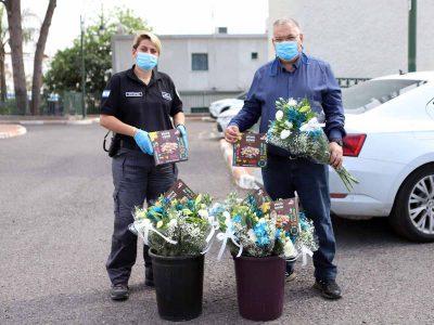 מגדל העמק: זר פרחים ואיחולים מתוקים לחולי ומחלימי נגיף הקורונה