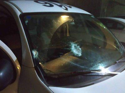"""אישום: קיבל דו""""ח קורונה- ובתגובה גרם לשבר בניידת משטרתית"""