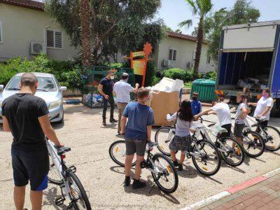 עפולה: תרומה מרגשת מניצולת שואה לילדי המשפחתון בכפר הילדים וניר העמק