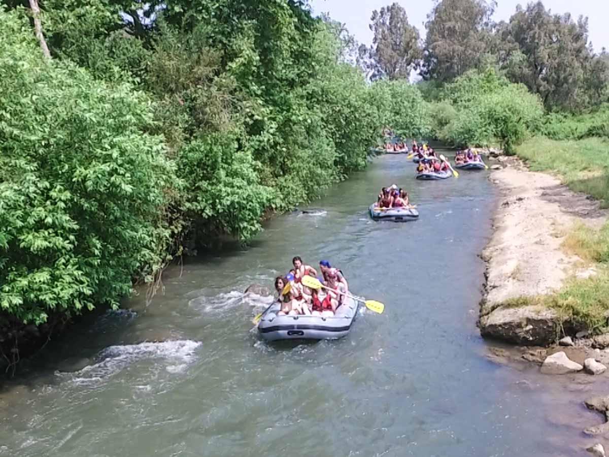 נהנים מרפטינג בנהר הירדן.צילום:  פטינג נהר הירדן