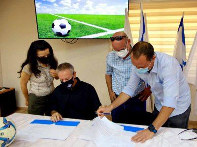 """מקדמים את ענף הכדורגל: הסכםשיתוף פעולה אסטרטגי בין מוא""""ז גלבוע ל""""מרעום-דולפין"""""""