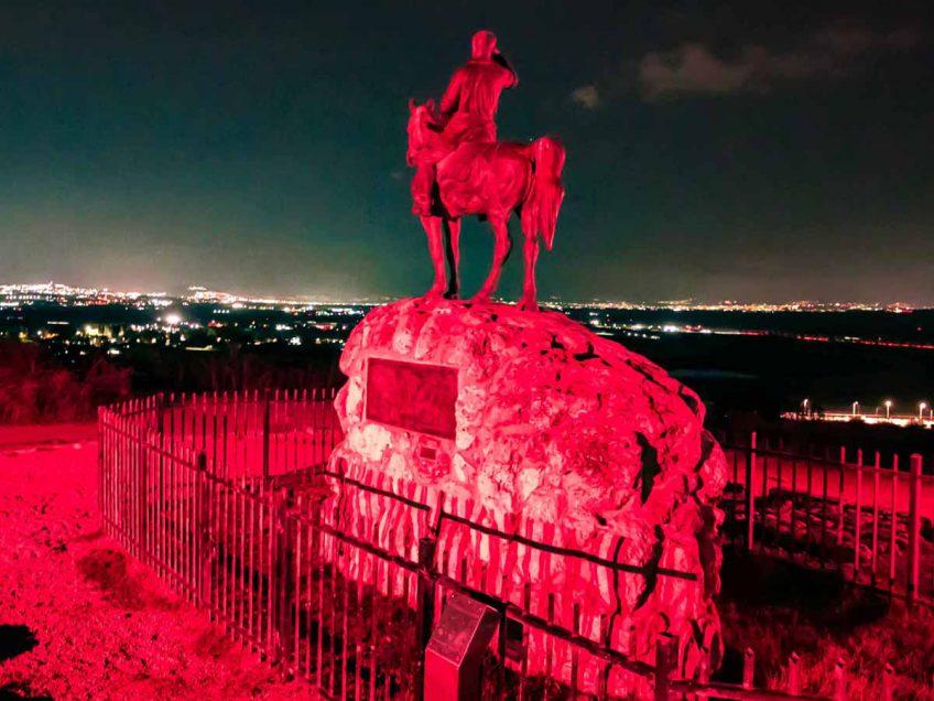חודש המודעות לסרטן השד: בעמק יזרעאל האירו את פסל אלכסנדר זייד בוורוד