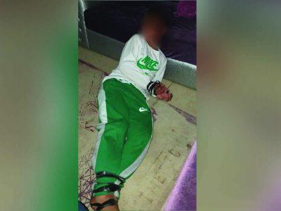 מזעזע: אב העלה לפייסבוק תמונה של בנו אזוק ברצועה