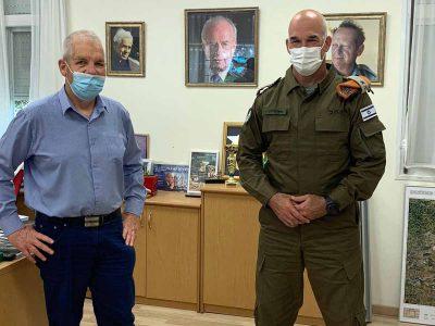 """מגידו: אלוף פיקוד העורף אורי גורדין שיבח את ניהול מערך החירום במוא""""ז"""