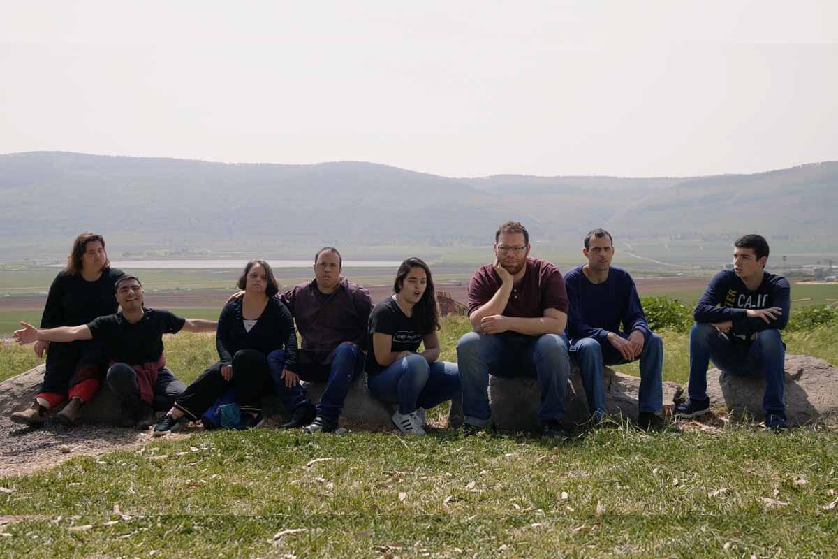 """המשתתפים המוכשרים בקליפ """"שמים""""- בתצפית בתל יוסף צילומים: אבישי חנן"""