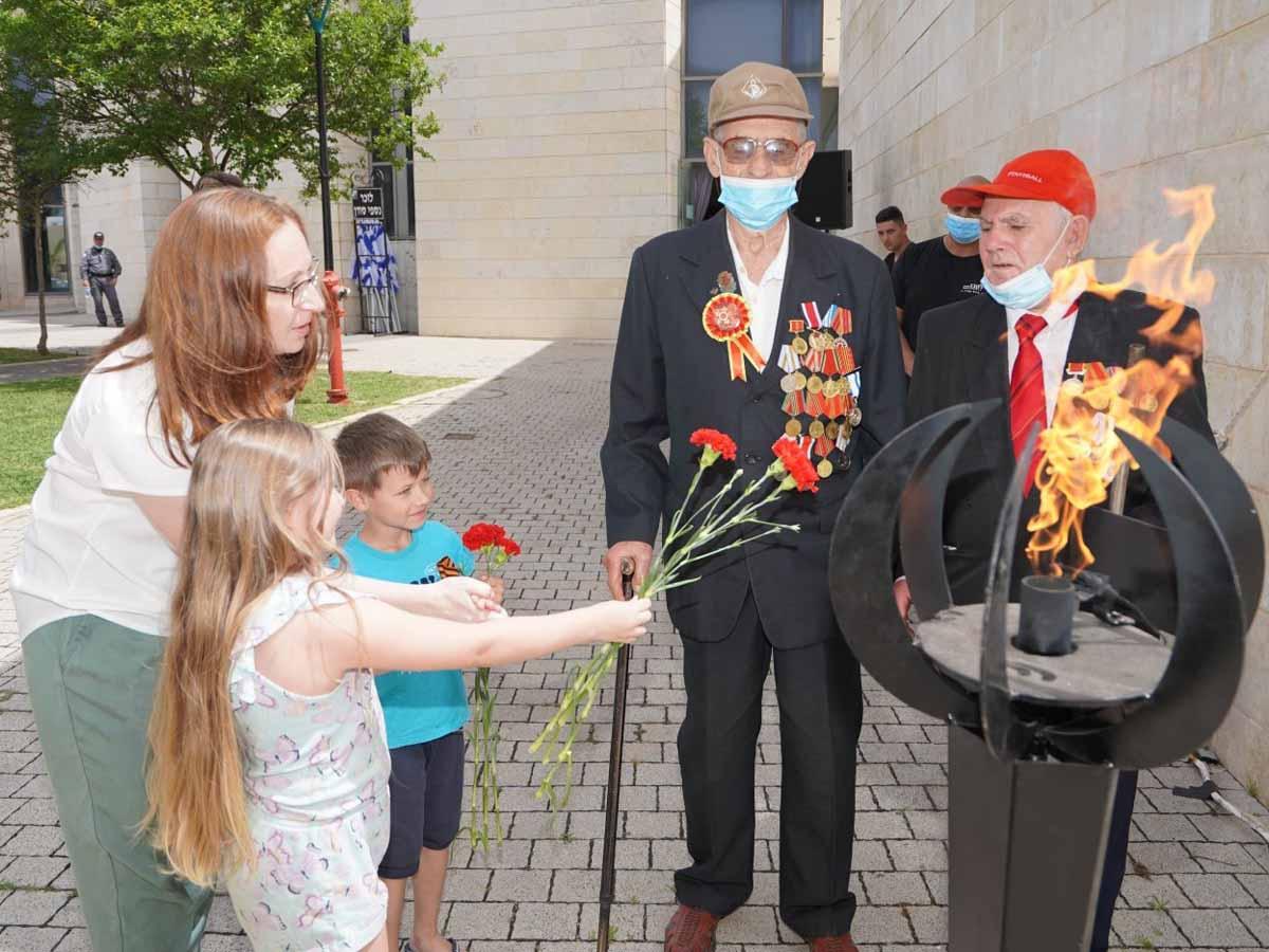 בני הדור השני והשלישי מוקירים את הוטרנים בטקס אנדרטת ההנצחה