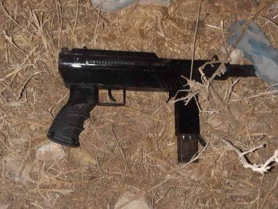 שוטרי משמר הגבול תפסו נשק מסוג קרלו ועצרו 3 חשודים שניסו להימלט