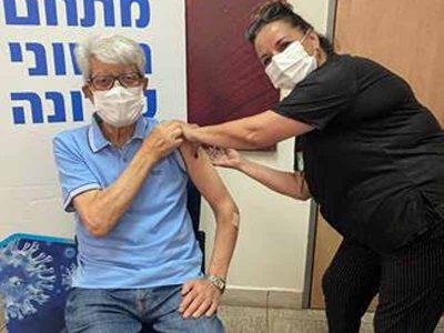 עפולה: דוד לוי הגיע לקבל את מנת החיסון השלישית