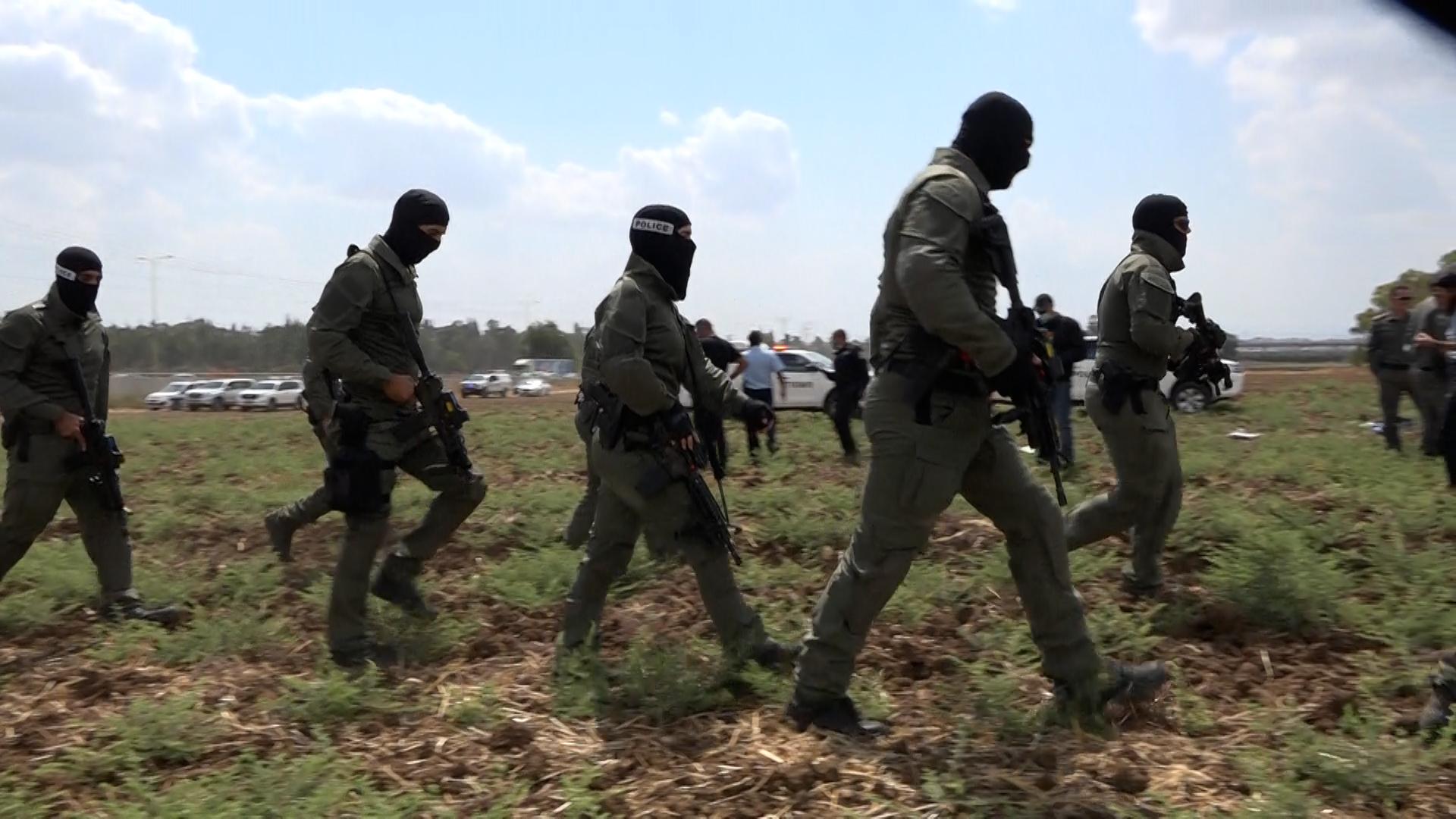חיפושים נרחבים בהיקף כוחות גדול במהלך המצוד אחר המחבלים. צילום: דוברות המשטרה