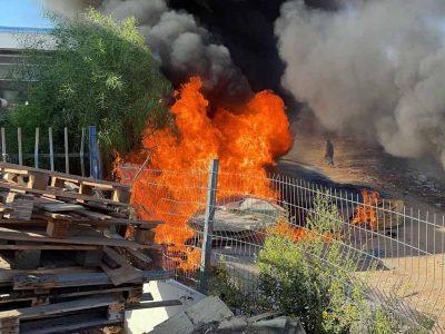 שריפה בחצר מפעל מיחזור באלון תבור
