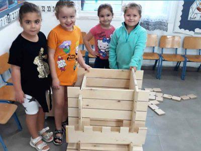 ילדי הגנים בעפולה מציגים: בנייה ירוקה