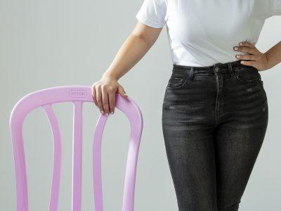 כתר מחזירה את המהדורה מיוחדת של הכיסאות האייקוניים בצבע ורוד